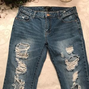 ❁ Forever 21 Ripped Jeans ❁